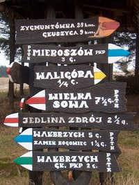 Sign at Andrzejówka hut on Waligóra