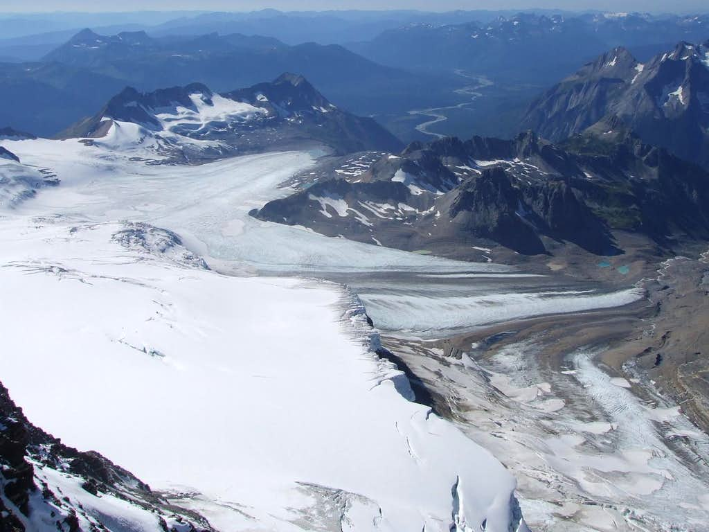 Two main branches of the Kitchi Icefield.