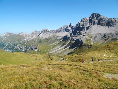 On the path to the Stuttgart hut, looking at the Kuglaspitze