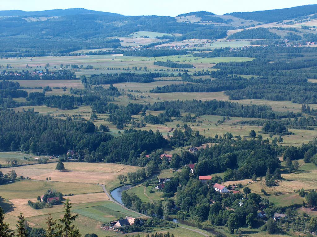 View to the Bóbr valley from Krzywa Turnia, in the Sokoliki rocks (Rudawy Janowickie)