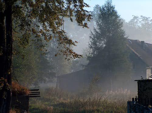 Rudawy Janowickie, mist and house in Bukowiec
