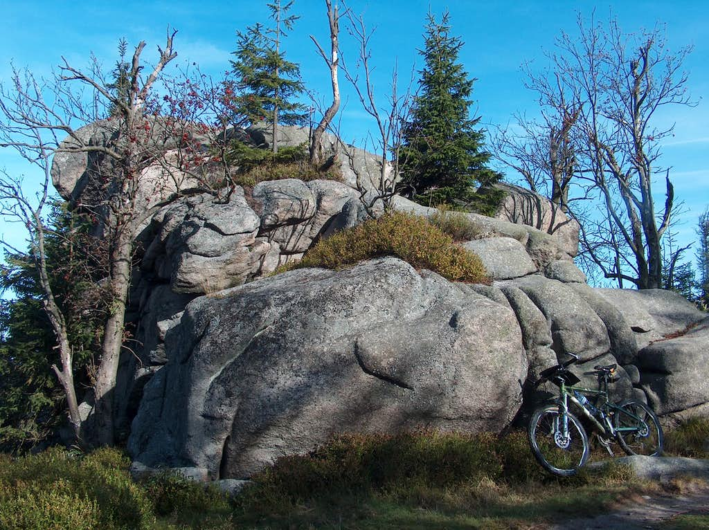 Granitic outcrops on the top of Skalnik
