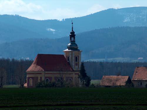 Góry Złote and the church of Płonica