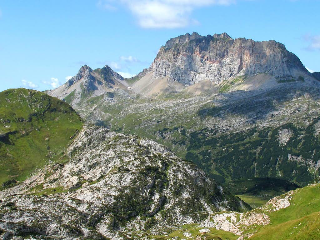 The Rote Wand (2704 metres) seen from the path from Lake Formarin to the Gehrengrat