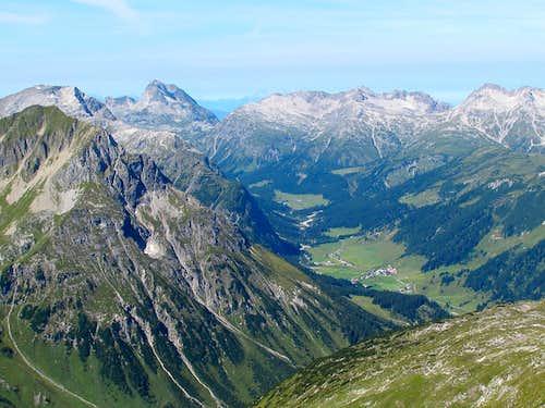 The Zugertal valley behind Lech seen from the Rüfispitze