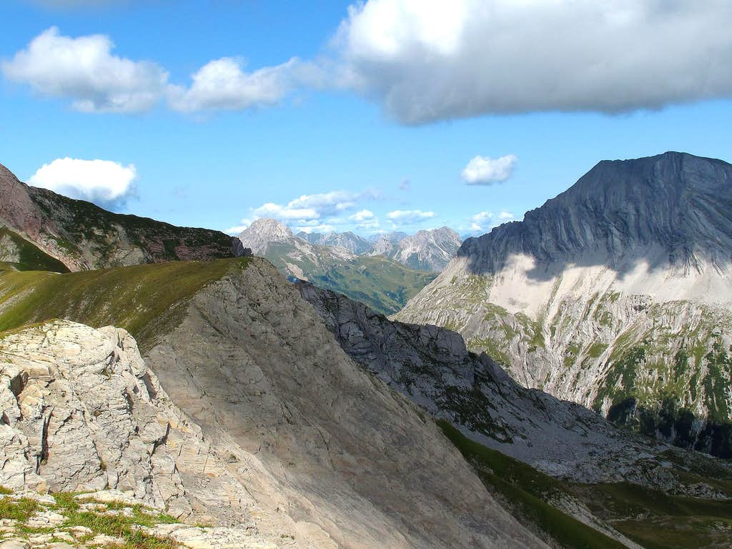 View from the Gehrengrat towards the Butzenspitze and other summits west of Lech