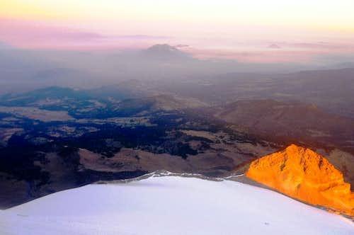 The rising sun hitting the Sarcofágo