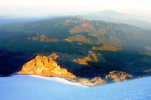 Cofre de Perote in the back, El Sarcófago, and two parties going up the Jamapa glacier at sunrise