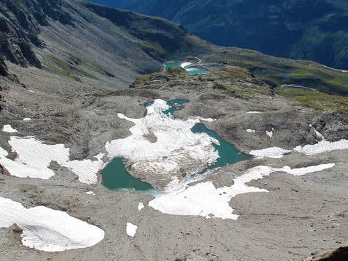 Glaciated lake beneath the Geisselkopf