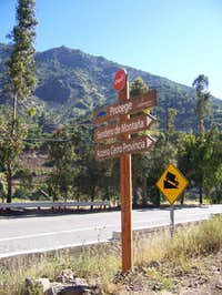 Signs showing the trailhead to Cerro Provincia