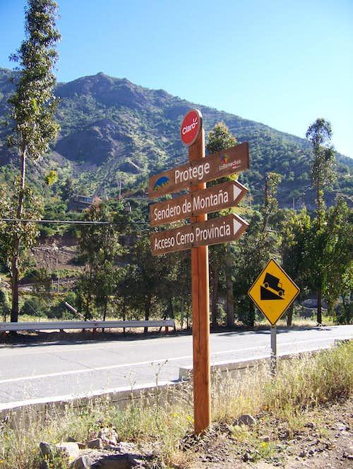 Signs showing the trailhead to Cerro Provincia