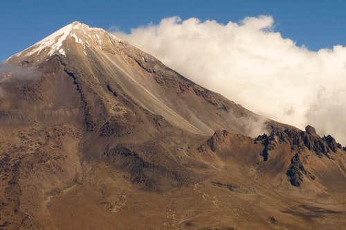 The South face with the Fausto Gonzalez Gomar refugio