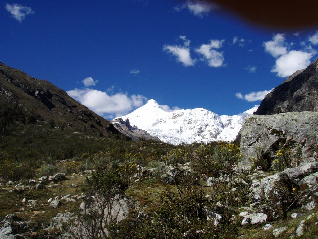 the hike into Quebrada Ishinca