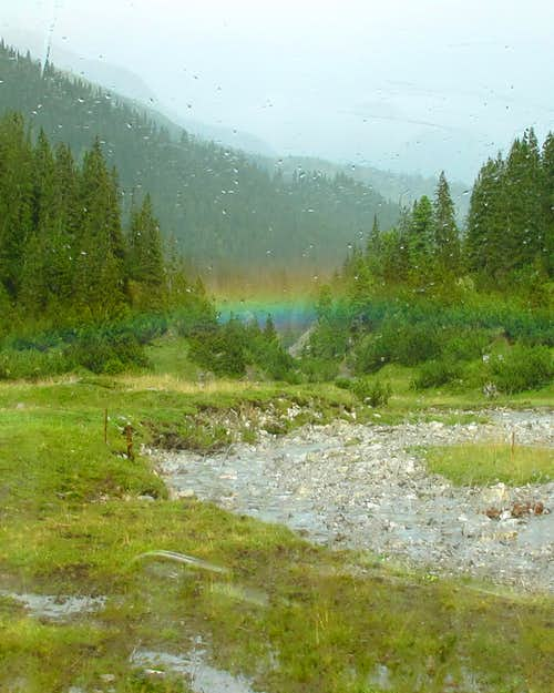A remarkably low rainbow in the Zugertal valley above Lech