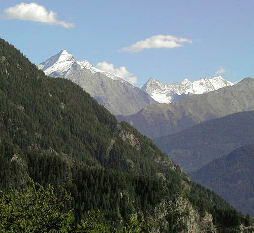Grivola and Gran Paradiso range from the path between Challancin and Morge