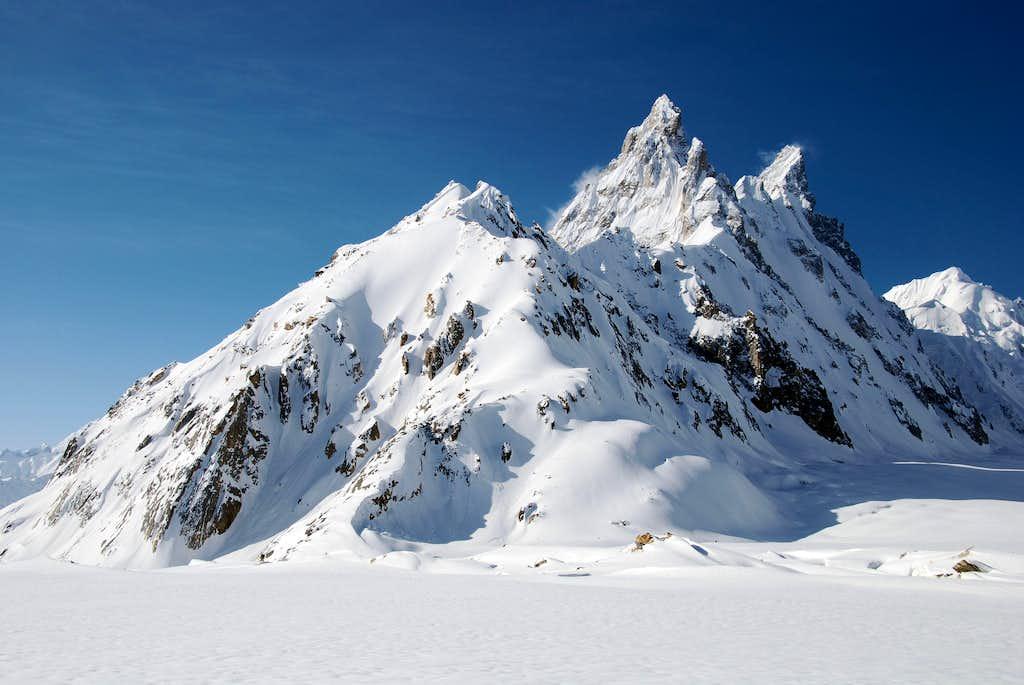 Ghur (5796m, south of the Biafo Glacier), 1 may 2009