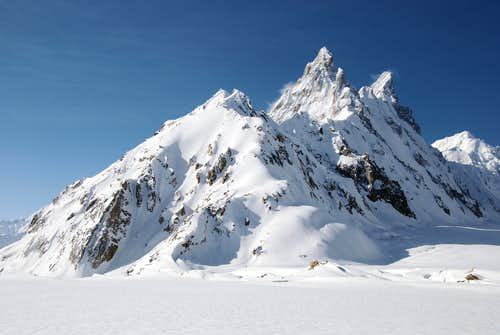 Ghur (5796m, south of the Biafo Glacier), 1 may 2009