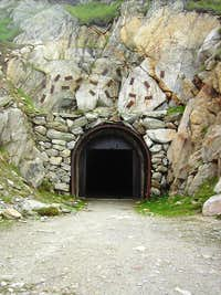Tunnel under Telligrat