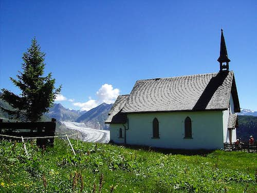 Little chapel with Strahlhorn in background