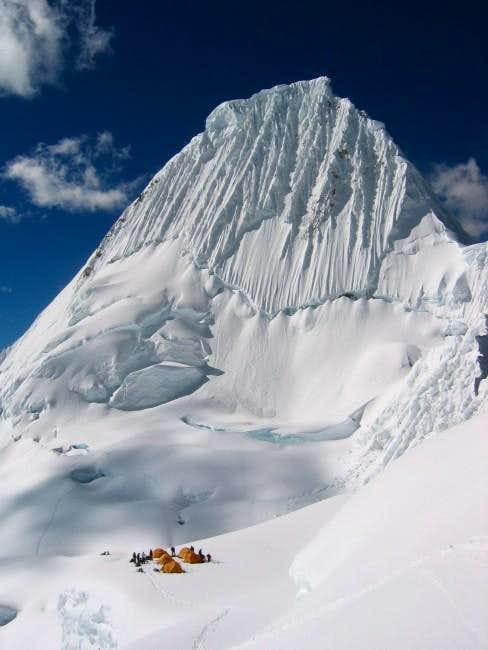 Alpamayo 5.947 m