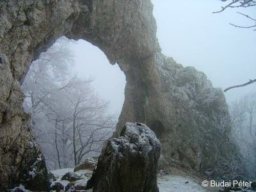 Lower arch of Vaskapu in winter