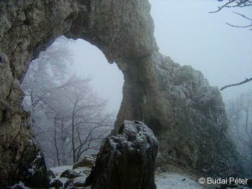 Lower arch of Vaskapu in winter