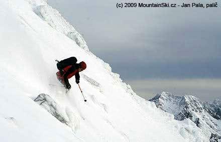 Skiing below Rysy in direction to Ceska dolina