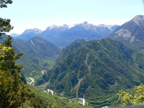 Entrance of the Escuaín gorges, Cotiella in the distance