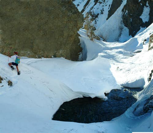 <b>Thrilling descent by snowshoes in Lussert Torrent</b>