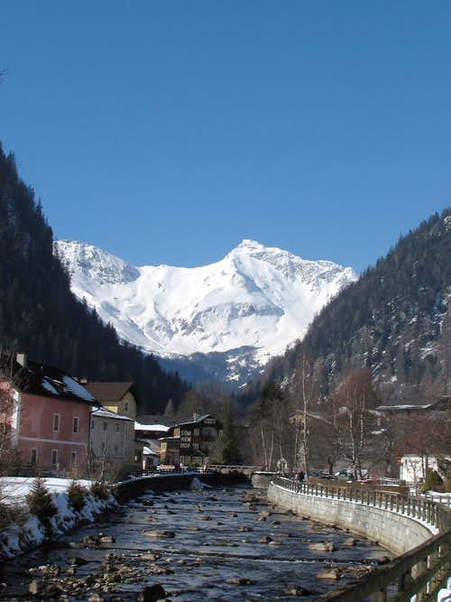 The village of Mallnitz and the Geisselkopf, the mountain that dominates Mallnitz in the west