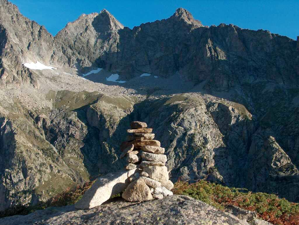 Pic de Néouvielle and the sharp ridge of the Trois Conseillers route