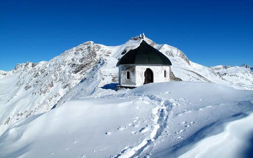 At the little chapel below the Ankogel on 2729 meters