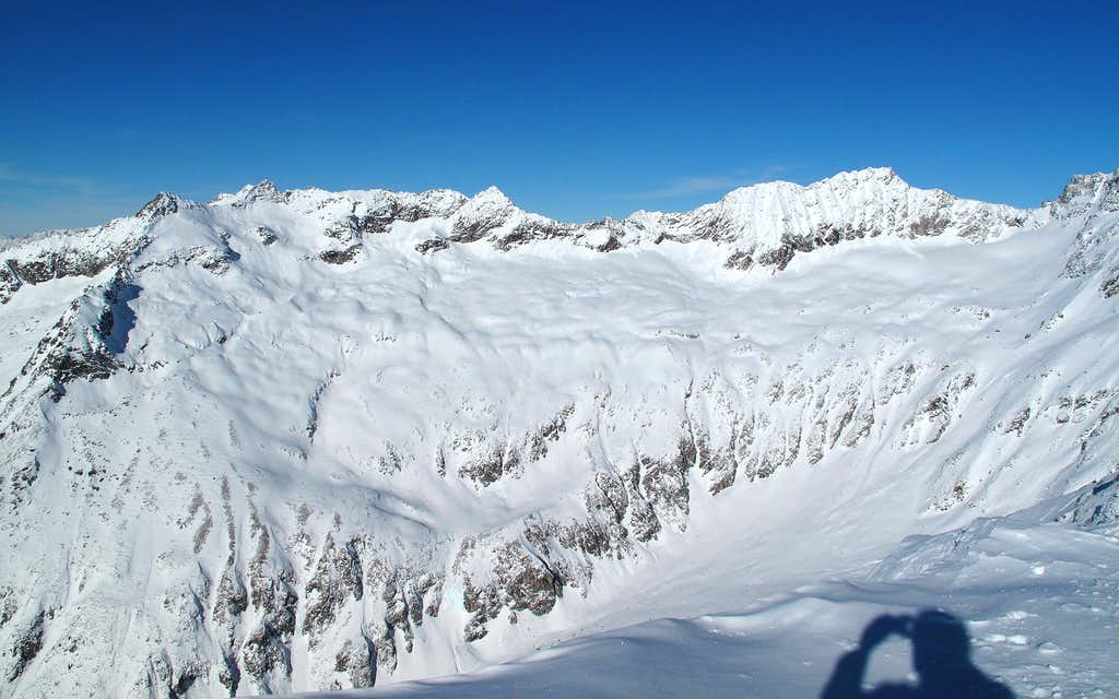 The upper end of the Anlauftal on the salzburgian side, seen from the Hannover hut on 2719 meters