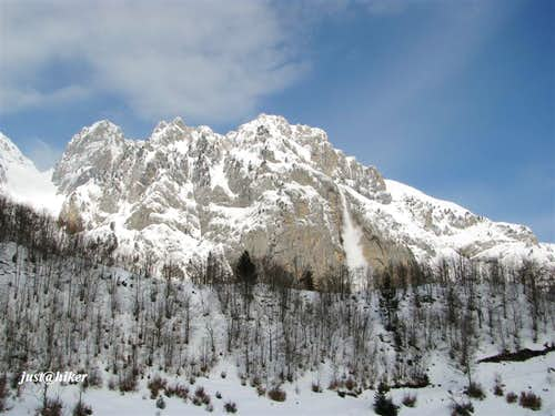 Avalanche from Karanfili massif
