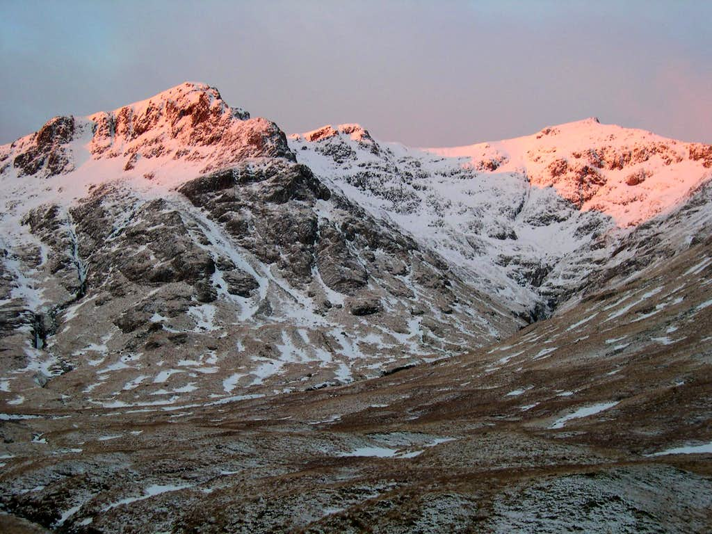On the approach to Sron na Lairig ridge