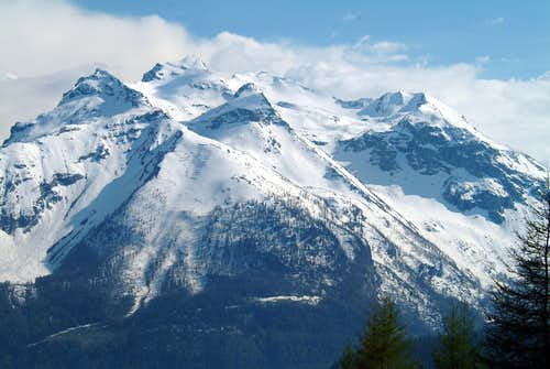Becca di Tos Mountain Chain