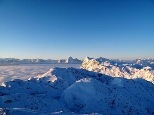 Great early morning view over the Berchtesgadener Hochthron to Watzmann, Hochkalter and the entire Berchtesgaden Alps