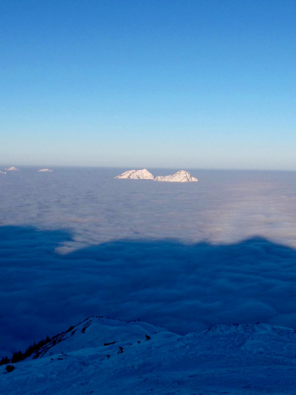 Hochstaufen and Zwiesel jutting out of the fog in the early morning light