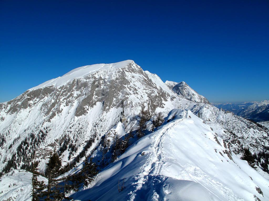 Hohes Brett (2338m) and Grosser Archenkopf (2391m) seen from the Jenner