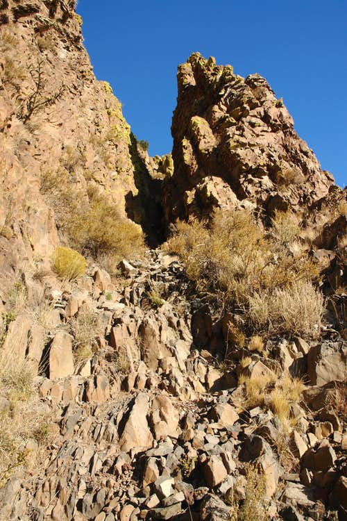 Cabezon Peak: looking up the standard route gully