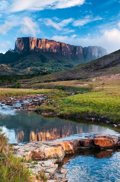 tok river and mount kukenan