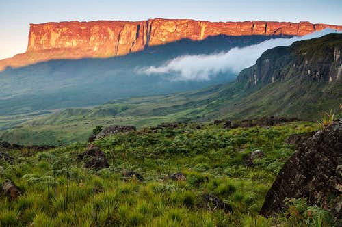 sunrise close to roraima base camp, mount kukenan in background