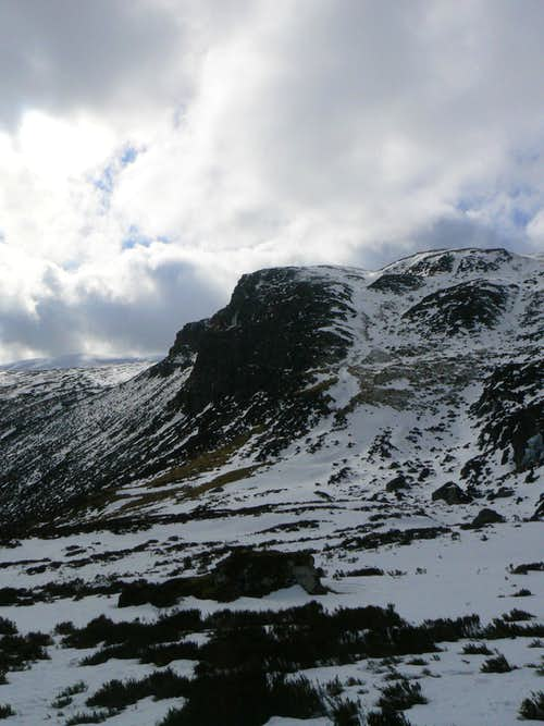 Rocky crags beneath Ben Chonzie