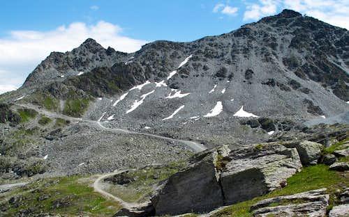 Mont Gelé (3023m) seen from Les Attelas