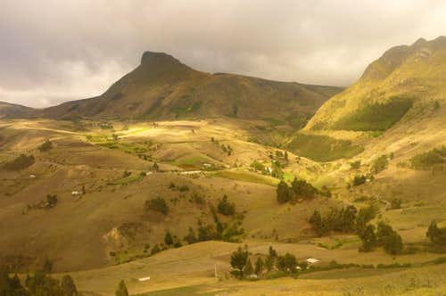 Landscape on the way to Quilotoa crater lake