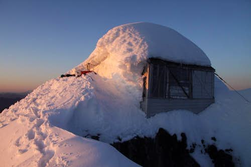 Fire Lookout on the summit of Three Fingers (winter conditions)