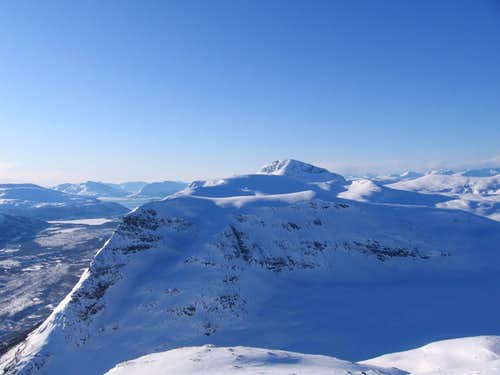 Tromsdalstind above the Brievikeidet mountains.
