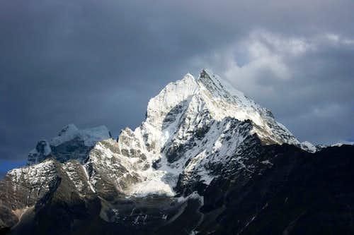 Thamserku, 6.618m