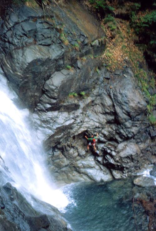 Climb canyoning  in Chenaux\'s Waterfall