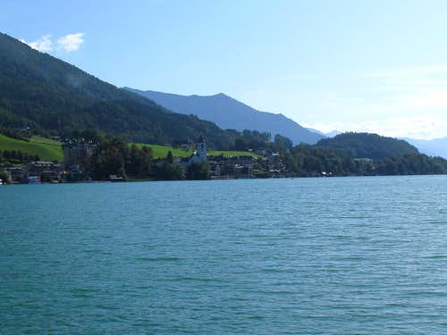 Approaching St. Wolfgang over the lake
